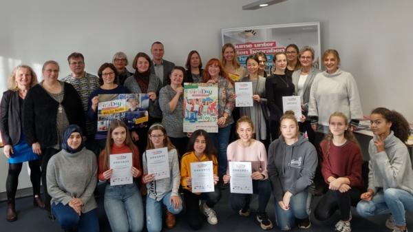 Gruppenbild von der Ehrung des 15 Berliner Girls'Day-Preises
