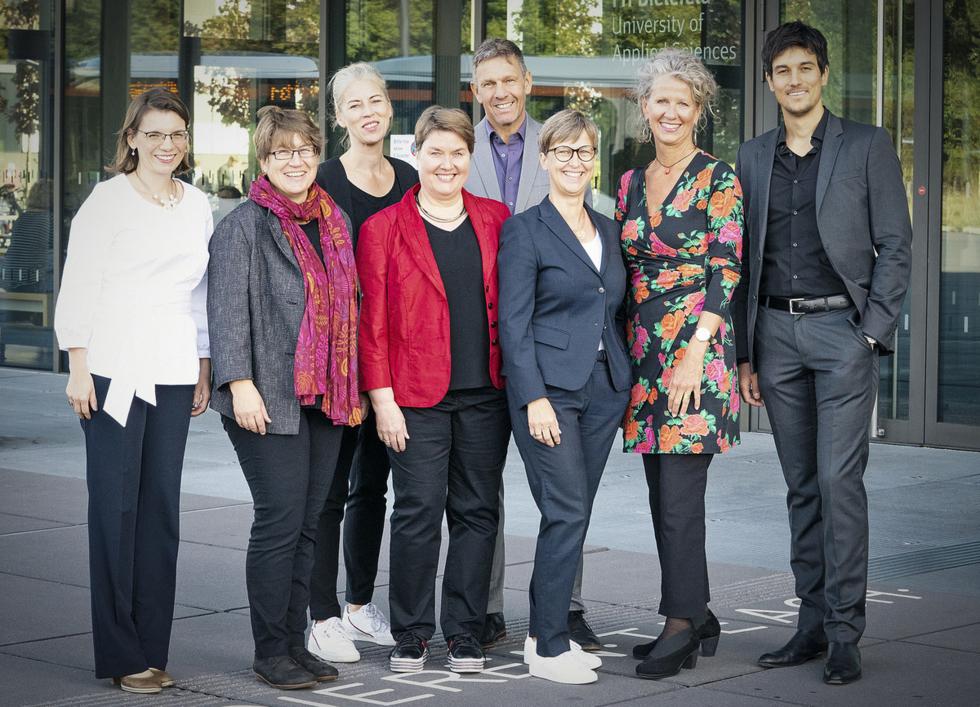 v.l.n.r: Svenja Ohlemann, Cornelia Dorow, Romy Stühmeier, Elsbeth Schöppner, Miguel Diaz, Sabine Mellies, Andrea Köhnen, Vincent-Immanuel Herr